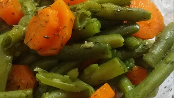 Green bean salad with carrots